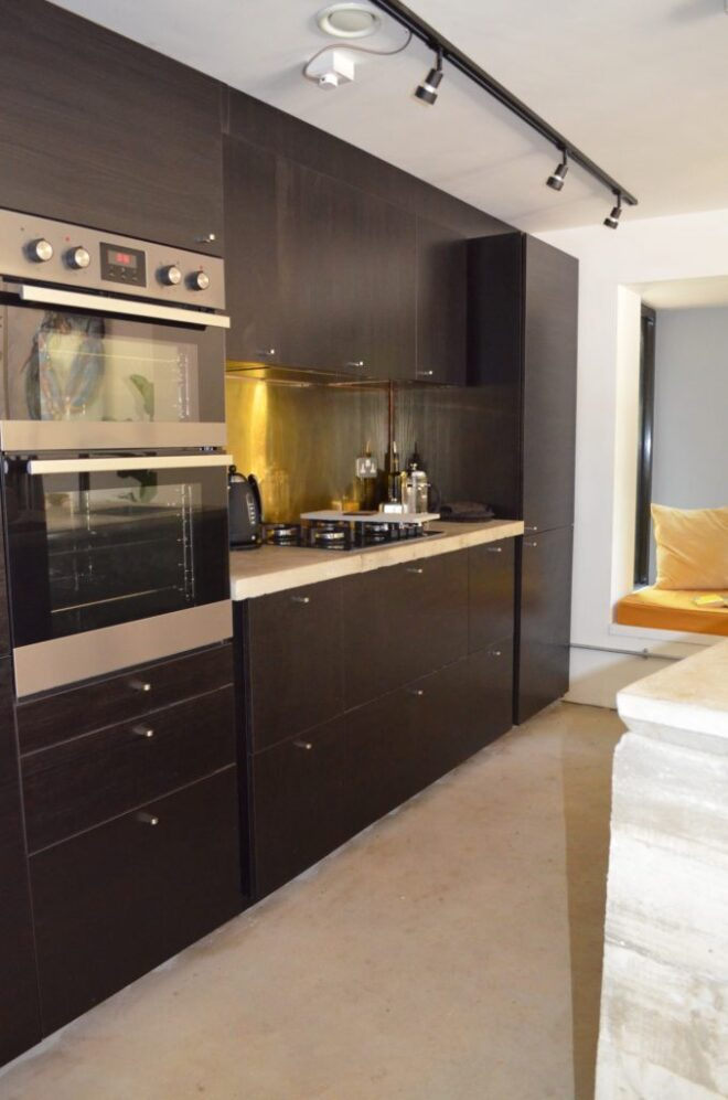 02-Kitchen-and-seat-in-yellow-678x1024